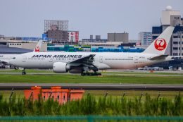 rokko2000さんが、伊丹空港で撮影した日本航空 777-246/ERの航空フォト(飛行機 写真・画像)