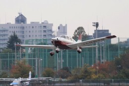 KAZFLYERさんが、調布飛行場で撮影した日本個人所有 PA-28-181 Archer IIIの航空フォト(飛行機 写真・画像)
