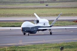 たてぞーさんが、三沢飛行場で撮影したアメリカ海軍 MQ-4C Tritonの航空フォト(飛行機 写真・画像)
