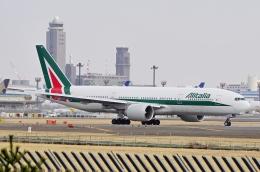 kaeru6006さんが、成田国際空港で撮影したアリタリア航空 777-243/ERの航空フォト(飛行機 写真・画像)