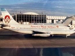 twinengineさんが、シアトル タコマ国際空港で撮影したアメリカウエスト航空 737-275/Advの航空フォト(飛行機 写真・画像)