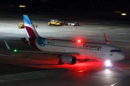 S.Hayashiさんが、ウィーン国際空港で撮影したユーロウイングス・ヨーロッパ A320-214の航空フォト(飛行機 写真・画像)