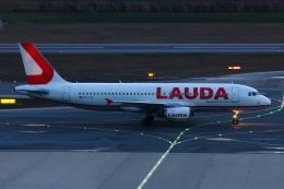 S.Hayashiさんが、ウィーン国際空港で撮影したラウダモーション A320-214の航空フォト(飛行機 写真・画像)
