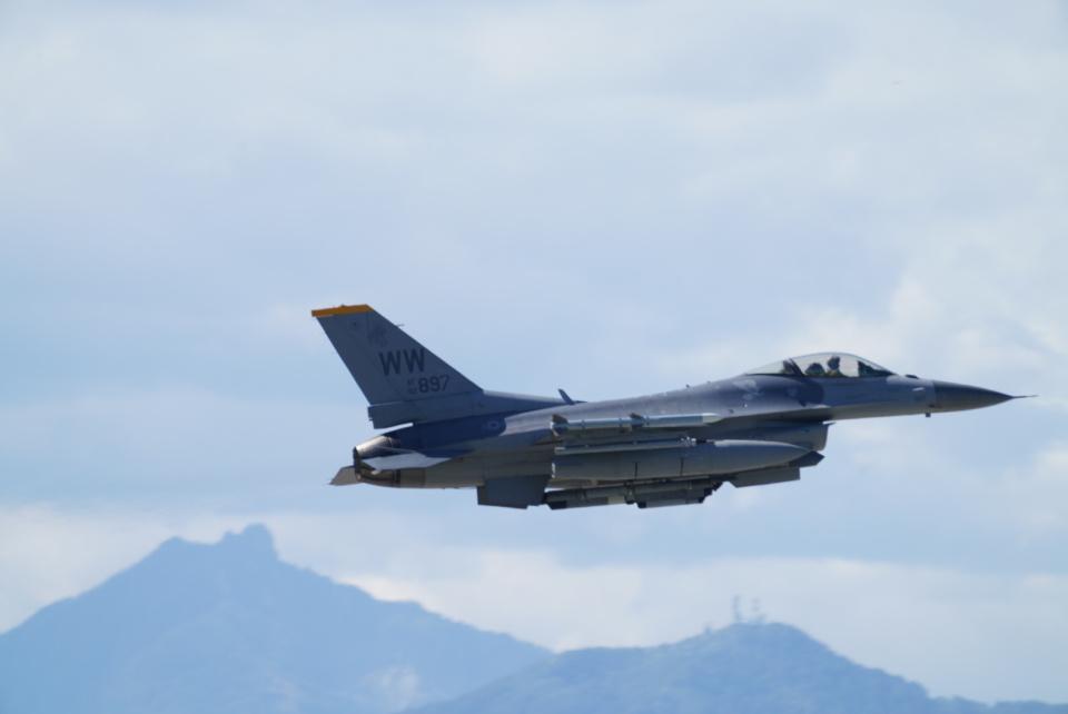 博タンさんのアメリカ空軍 Lockheed F-16 Fighting Falcon (92-3897) 航空フォト
