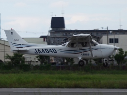 FT51ANさんが、八尾空港で撮影した大阪航空 172R Skyhawkの航空フォト(飛行機 写真・画像)