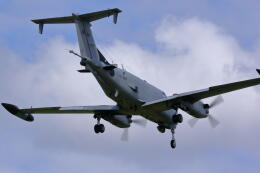 バイクオヤジさんが、厚木飛行場で撮影したアメリカ陸軍 RC-12X Huron (A200CT)の航空フォト(飛行機 写真・画像)