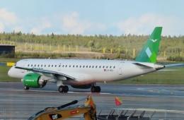 TA27さんが、ヘルシンキ空港で撮影したヴィデロー航空 ERJ-190-300 STD (E190-E2)の航空フォト(飛行機 写真・画像)