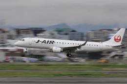 aki241012さんが、福岡空港で撮影したジェイエア ERJ-190-100(ERJ-190STD)の航空フォト(飛行機 写真・画像)