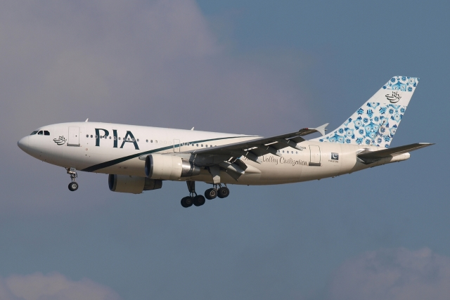 2009年11月23日に撮影されたパキスタン国際航空の航空機写真