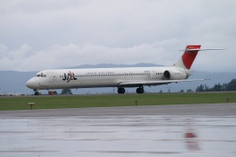 磐城さんが、旭川空港で撮影した日本航空 MD-90-30の航空フォト(飛行機 写真・画像)