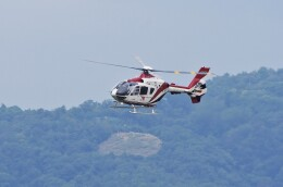 mild lifeさんが、伊丹空港で撮影した読売新聞 EC135P2の航空フォト(飛行機 写真・画像)