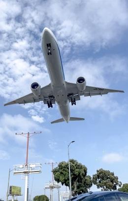kenzeauxさんが、ロサンゼルス国際空港で撮影した全日空 777-381/ERの航空フォト(飛行機 写真・画像)