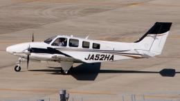 航空見聞録さんが、神戸空港で撮影した本田航空 Baron G58の航空フォト(飛行機 写真・画像)