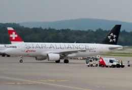 TA27さんが、チューリッヒ空港で撮影したスイス航空 A320-214の航空フォト(飛行機 写真・画像)