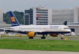 TA27さんが、チューリッヒ空港で撮影したアイスランド航空 757-223の航空フォト(飛行機 写真・画像)