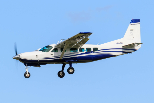 noriphotoさんが、札幌飛行場で撮影した共立航空撮影 208 Caravan Iの航空フォト(飛行機 写真・画像)