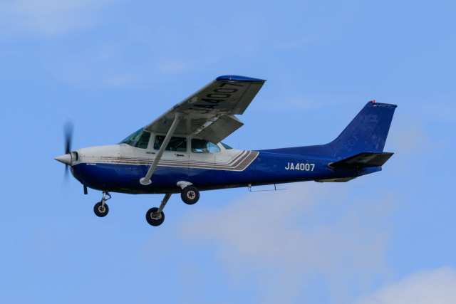 noriphotoさんが、札幌飛行場で撮影した東京センチュリー 172P Skyhawkの航空フォト(飛行機 写真・画像)