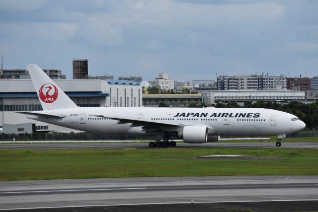 空が大好き!さんが、伊丹空港で撮影した日本航空 777-246/ERの航空フォト(飛行機 写真・画像)