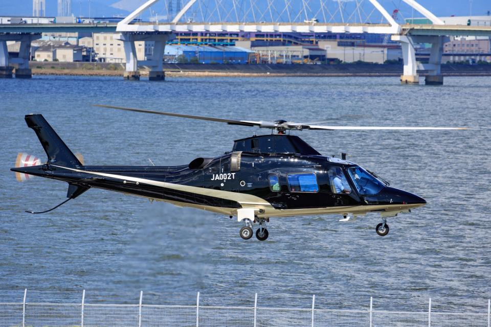 よっしぃさんのアルペン Agusta A109 (JA002T) 航空フォト