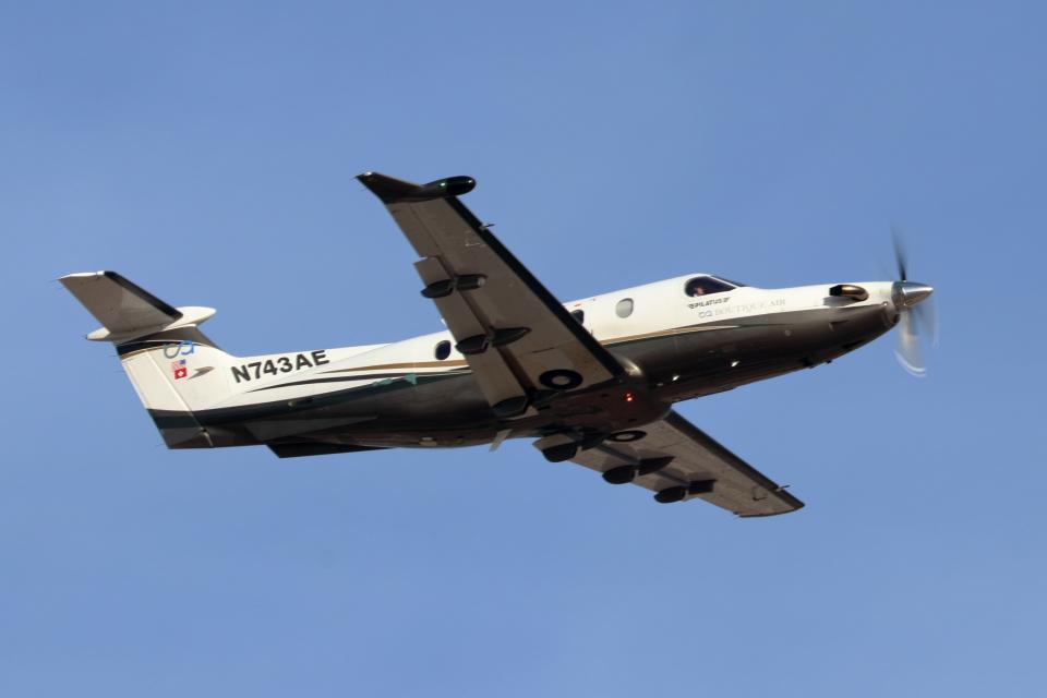 キャスバルさんのブティックエア Pilatus PC-12 (N743AE) 航空フォト