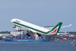 シグナス021さんが、羽田空港で撮影したアリタリア航空 A330-202の航空フォト(飛行機 写真・画像)