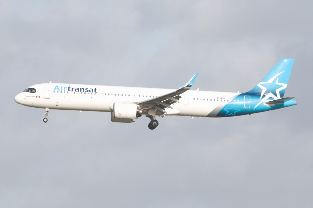 S.Hayashiさんが、ロンドン・ガトウィック空港で撮影したエア・トランザット A321-271NXの航空フォト(飛行機 写真・画像)