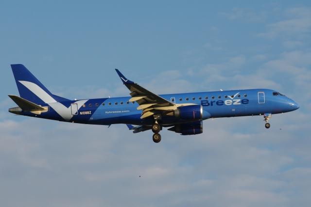 zettaishinさんが、ブラッドレー国際空港で撮影したブリーズ・エアウェイズ ERJ-190-100 IGW (ERJ-190AR)の航空フォト(飛行機 写真・画像)