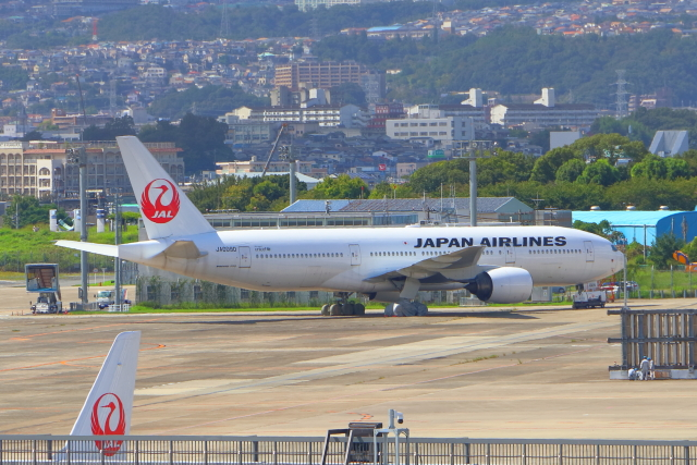TAOTAOさんが、伊丹空港で撮影した日本航空 777-289の航空フォト(飛行機 写真・画像)