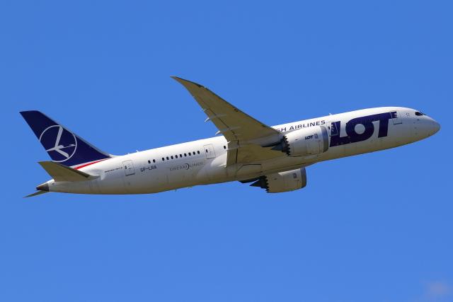 こだしさんが、成田国際空港で撮影したLOTポーランド航空 787-8 Dreamlinerの航空フォト(飛行機 写真・画像)