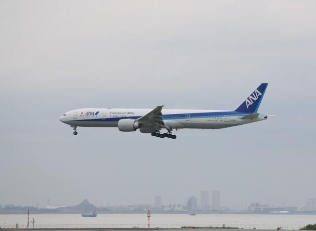 t.anrakuさんが、羽田空港で撮影した全日空 777-381/ERの航空フォト(飛行機 写真・画像)