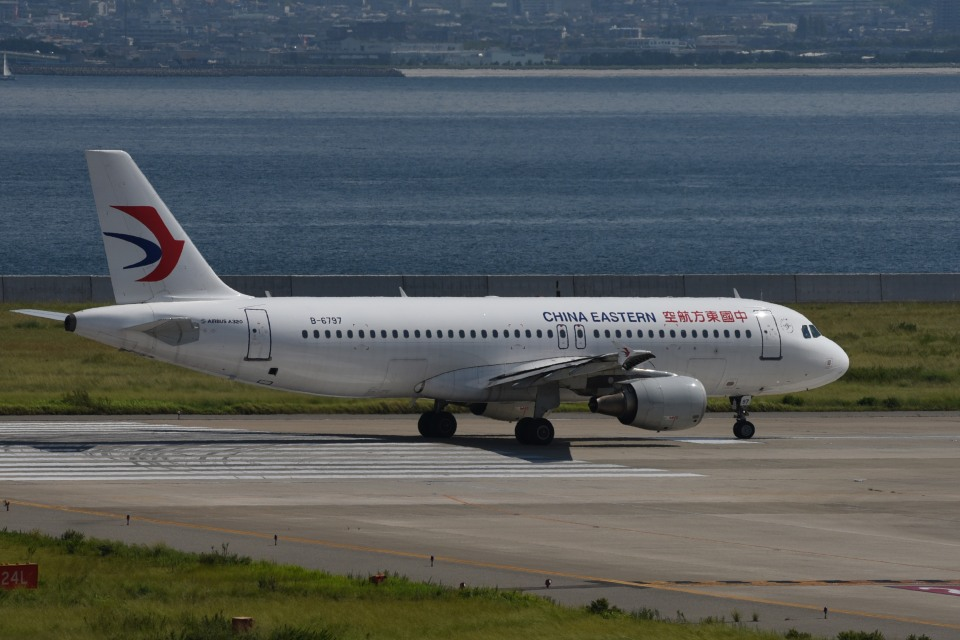 we love kixさんの中国東方航空 Airbus A320 (B-6797) 航空フォト
