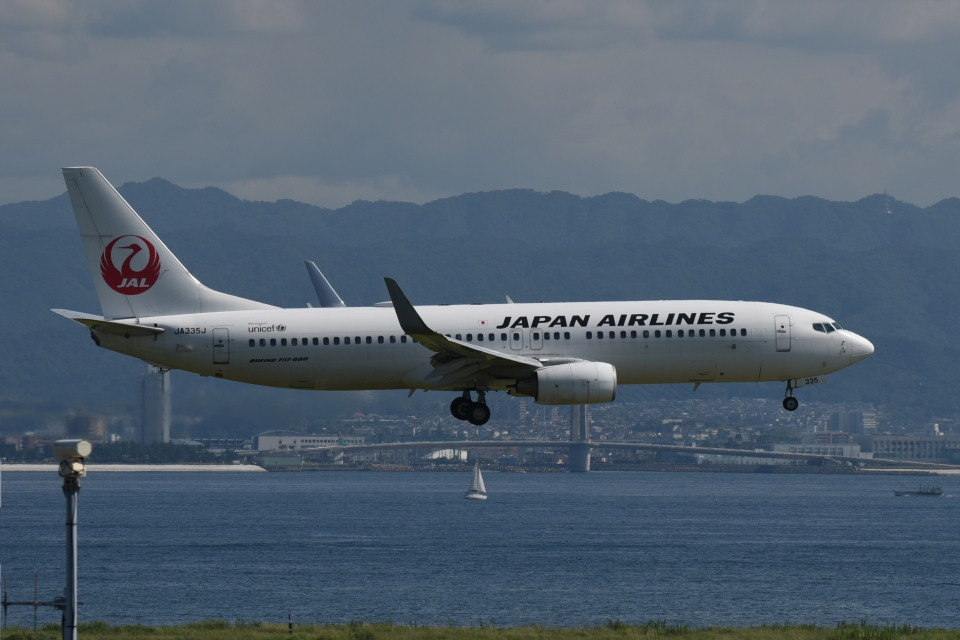 we love kixさんの日本航空 Boeing 737-800 (JA335J) 航空フォト