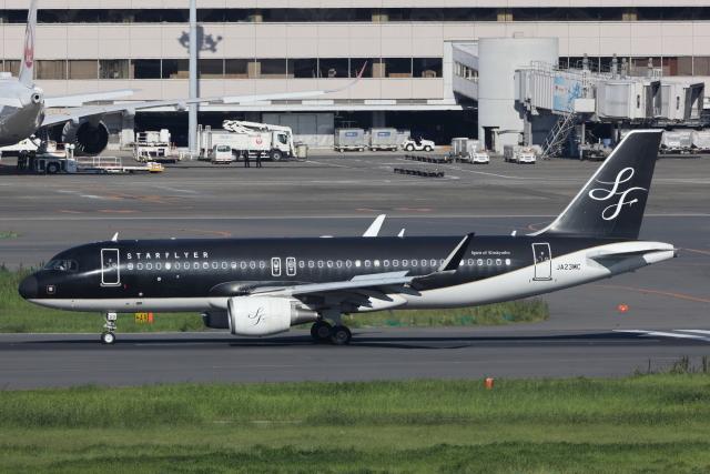 南十字星さんが、羽田空港で撮影したスターフライヤー A320-214の航空フォト(飛行機 写真・画像)