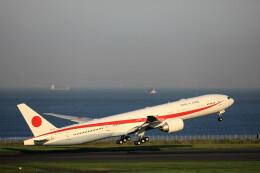 モモさんが、羽田空港で撮影した航空自衛隊 777-3SB/ERの航空フォト(飛行機 写真・画像)