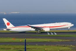 kuraykiさんが、羽田空港で撮影した航空自衛隊 777-3SB/ERの航空フォト(飛行機 写真・画像)