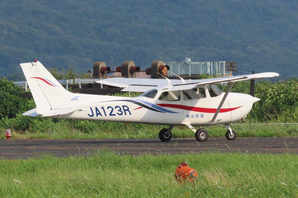 F.YUKIHIDEさんの岡山航空 Cessna 172 (JA123R) 航空フォト