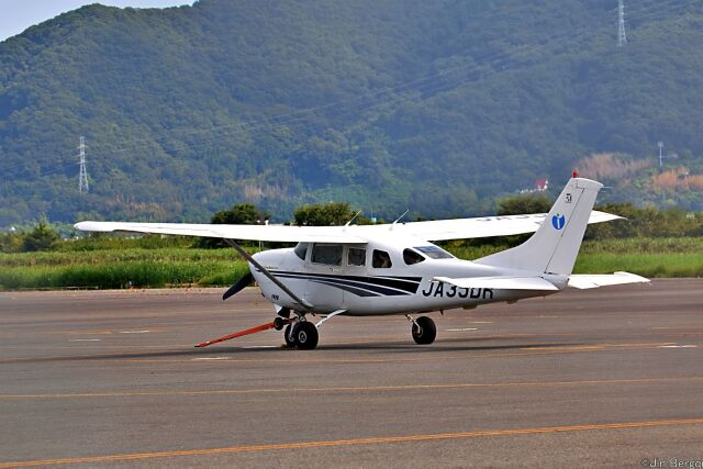 Jin Bergqiさんが、岡南飛行場で撮影したいであ T206H Turbo Stationairの航空フォト(飛行機 写真・画像)