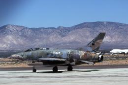 JAパイロットさんが、モハーヴェ空港で撮影した不明 F-100C Super Sabreの航空フォト(飛行機 写真・画像)