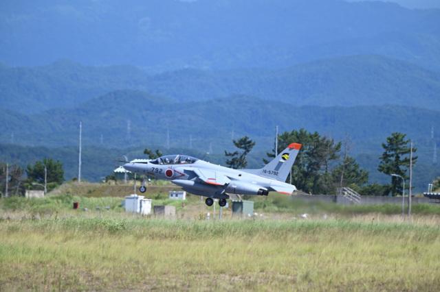 どんちんさんが、小松空港で撮影した航空自衛隊 T-4の航空フォト(飛行機 写真・画像)