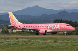西風さんが、大館能代空港で撮影したフジドリームエアラインズ ERJ-170-200 (ERJ-175STD)の航空フォト(飛行機 写真・画像)
