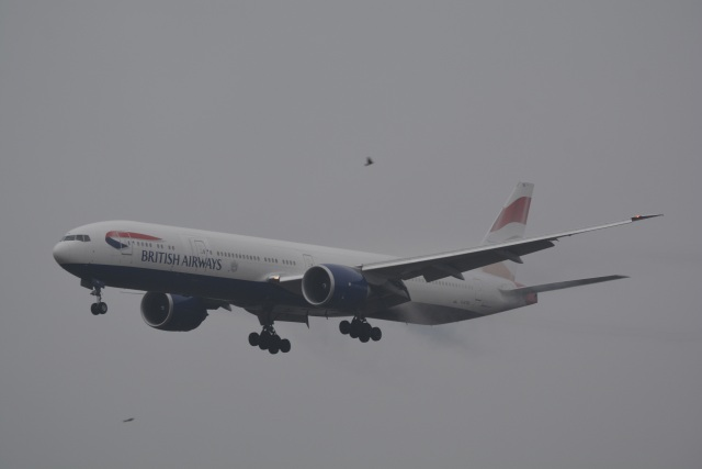 LEGACY-747さんが、成田国際空港で撮影したブリティッシュ・エアウェイズ 777-336/ERの航空フォト(飛行機 写真・画像)