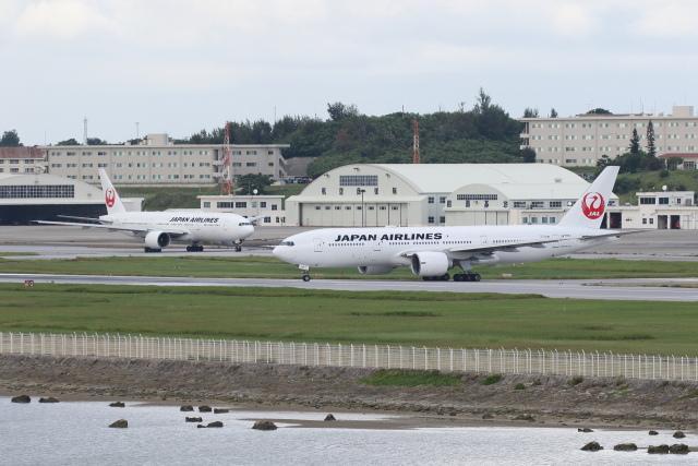 安芸あすかさんが、那覇空港で撮影した日本航空 777-246/ERの航空フォト(飛行機 写真・画像)