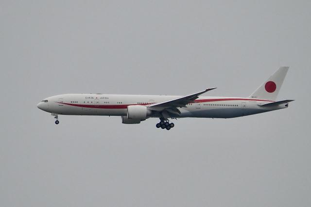 飛行機ゆうちゃんさんが、羽田空港で撮影した航空自衛隊 777-3SB/ERの航空フォト(飛行機 写真・画像)