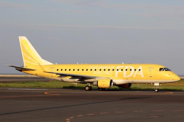 dosukoi_TEEさんが、大分空港で撮影したフジドリームエアラインズ ERJ-170-200 (ERJ-175STD)の航空フォト(飛行機 写真・画像)