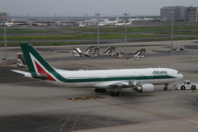 ガペ兄さんが、羽田空港で撮影したアリタリア航空 A330-202の航空フォト(飛行機 写真・画像)