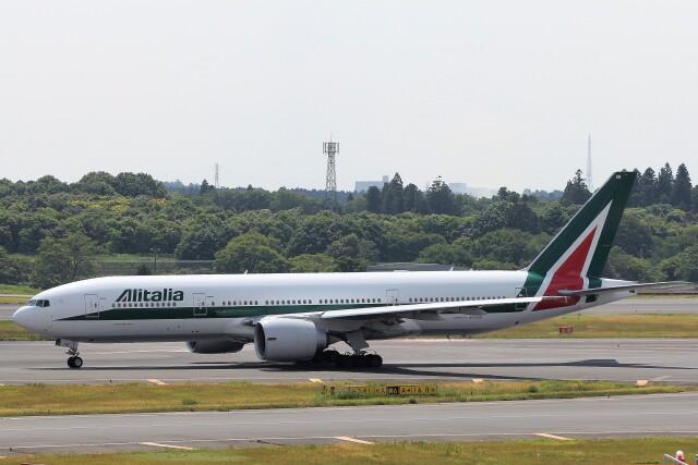 フッ軽の極美さんが、成田国際空港で撮影したアリタリア航空 777-243/ERの航空フォト(飛行機 写真・画像)