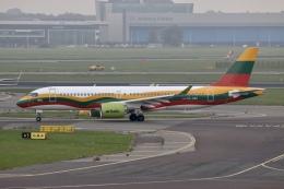 NIKEさんが、アムステルダム・スキポール国際空港で撮影したエア・バルティック A220-300 (BD-500-1A11)の航空フォト(飛行機 写真・画像)