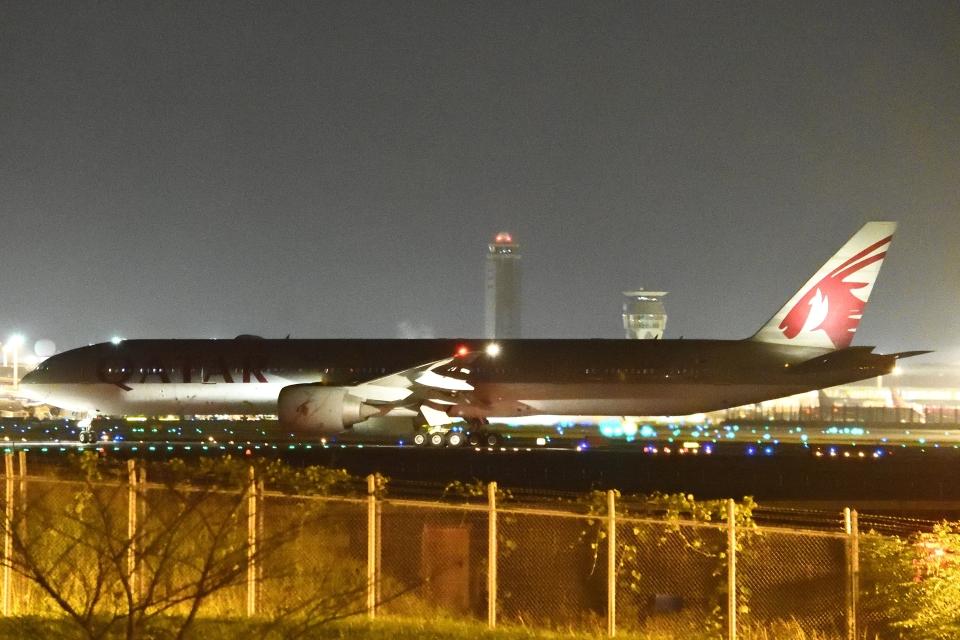 木人さんのカタール航空 Boeing 777-300 (A7-BEI) 航空フォト