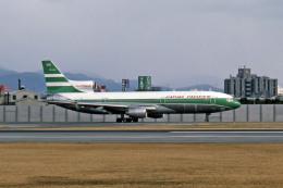 Gambardierさんが、伊丹空港で撮影したキャセイパシフィック航空 L-1011-385-1-14 TriStar 100の航空フォト(飛行機 写真・画像)