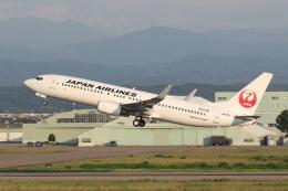 安芸あすかさんが、小松空港で撮影した日本航空 737-846の航空フォト(飛行機 写真・画像)